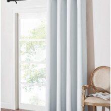 cortinas con ollaos blancas